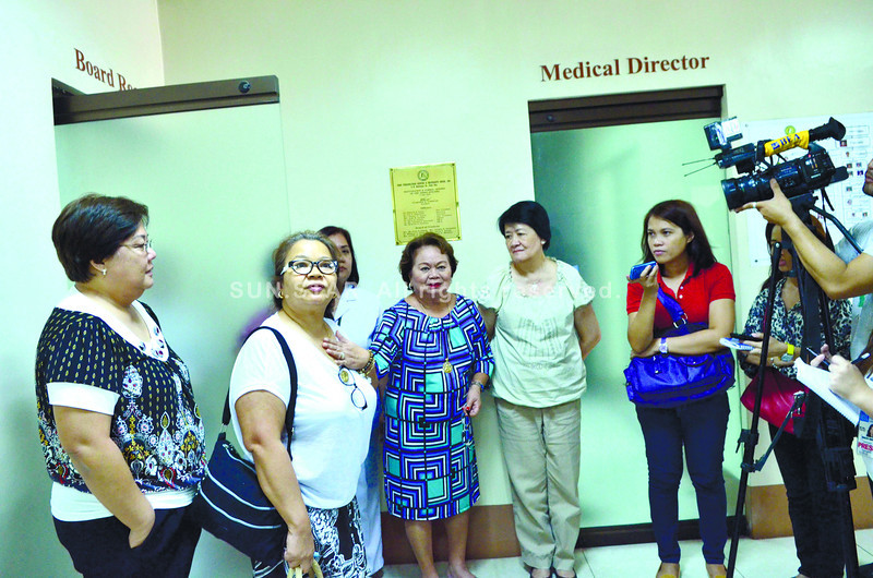 SILENCED LAMB. The Cebu Puericulture and Maternity House board, which Florencia Streegan (fourth from left) leads, will investigate an allegation that a nurse of their facility put a medical adhesive tape on a newborn to keep him from crying.(SUN.STAR FOTO/AMPER CAMPAÑA)
