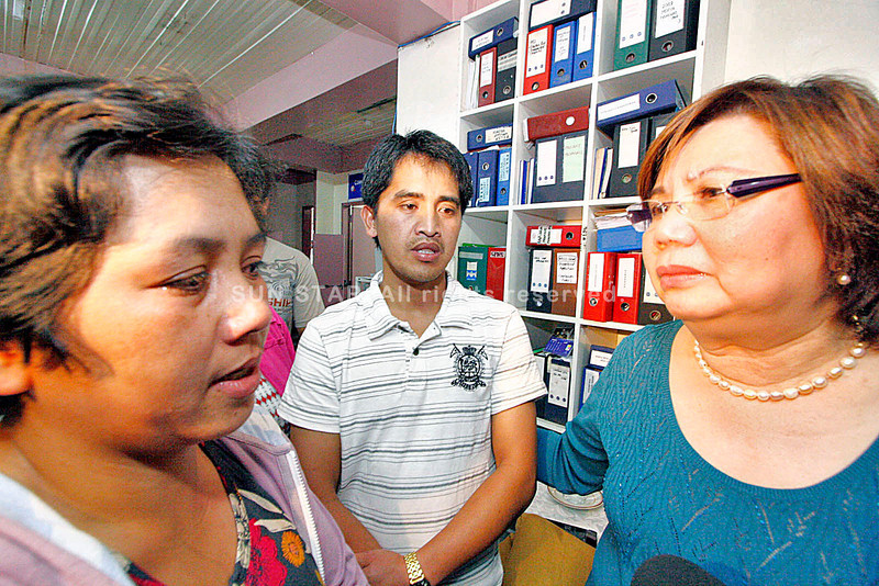 EMPHATY - Overseas Workers Welfare Administration (OWWA) Administrator Carmelita Dimzon can't help but share the worries of the family of jailed Saudi truck driver Ruben Kebeng. Kebeng's wife Novena and brother Ador talks to her. Dimzon travelled to Baguio Wednesday to personally meet-up with families of the Mangkayan OFWs in Saudi. - jjlandingin