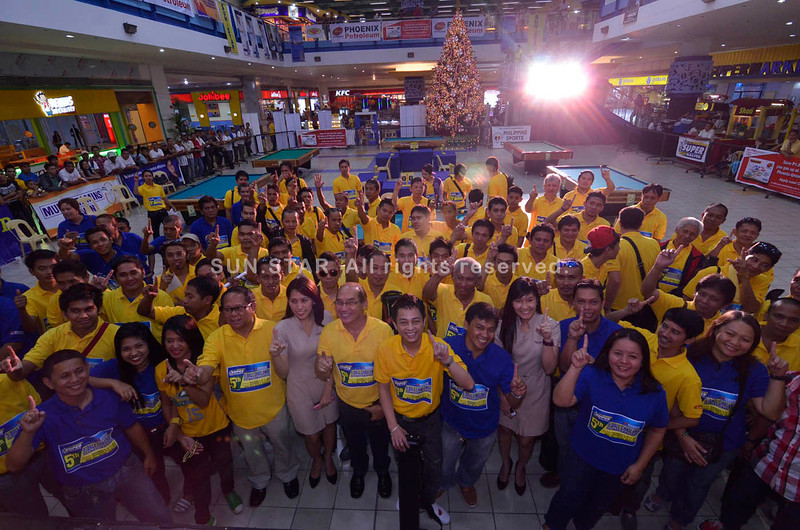 DAVAO. Participants, organizers, sponsors and technical officials gather for the 3-day 5th Sun.Star Davao Superbalita 9-Ball Challenge and First National Open, in cooperation with Phoenix Petroleum, at the NCCC Mall Davao activity center on Friday. (King Rodriguez)