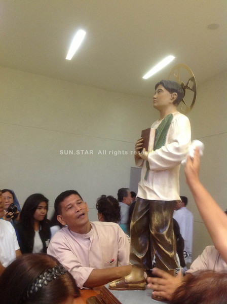 CEBU CITY. The pilgrim image of San Pedro Calungsod was flocked with people inside the Chapel of San Pedro Calungsod during the Holy Mass on Thursday afternoon. (JAC)
