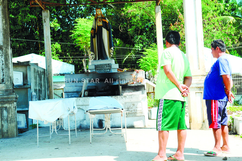 KILLINGS. The bodies of a couple murdered inside their house in Barangay Guadalupe, Carcar City are laid inside the chapel of a cemetery. Police are looking into robbery and land dispute as possible motives of the attack. (Sun.Star Photo/Allan Defensor)