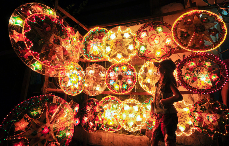 STAR TURN.  An early display of Christmas lanterns in Barangay Basak Pardo, Cebu City attracts a child.  (Sun.Star Photo/Alex Badayos)