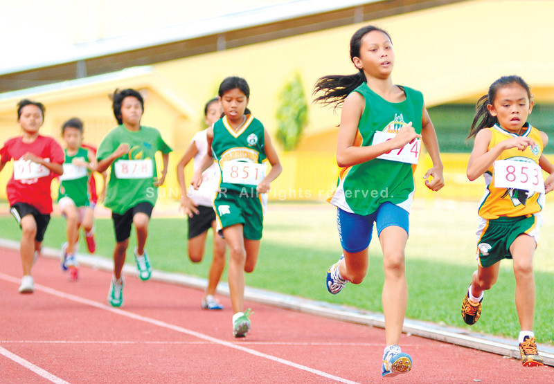 SMALL AND FAST. Nine-year-old Mary Joy Loberanes (right) of USC keeps her pace en route to winning the 1,500-meter run in the Cebu City Olympics. (Allan Defensor)