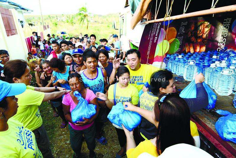 Sun.Star distributes relief goods in Daanbantayan