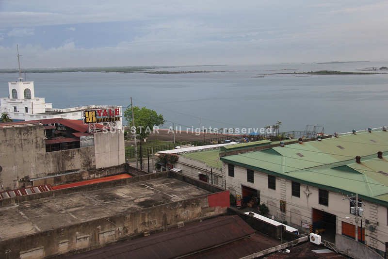 CEBU CITY. A view of the coastal area from atop the Metropolitan Cebu Water District ( MCWD) located at Magallanes Street, this city, around 5 p.m. Thursday. A calm afternoon before Super Typhoon Yolanda brings rains over the province. (Jay Ann Clamohoy/Sunnex)