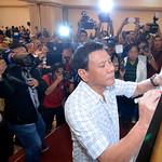 Davao City Mayor Rodrigo Duterte signs federalism declaration