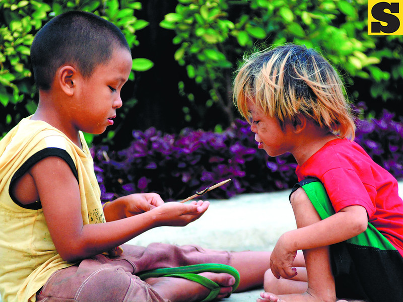 These kids find a plaything on the street just like the old days. Most kids today are usually hooked to their gadgets and computers for amusement. (Allan Defensor photo/Sun.Star Cebu)