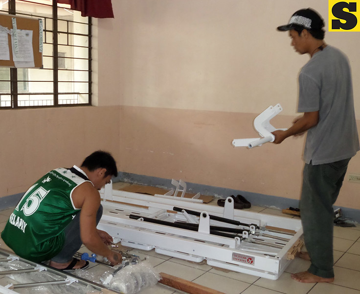 ZAMBOANGA. City Medical Center personnel assemble the new hospital beds given by the Department of Health. (Bong Garcia)
