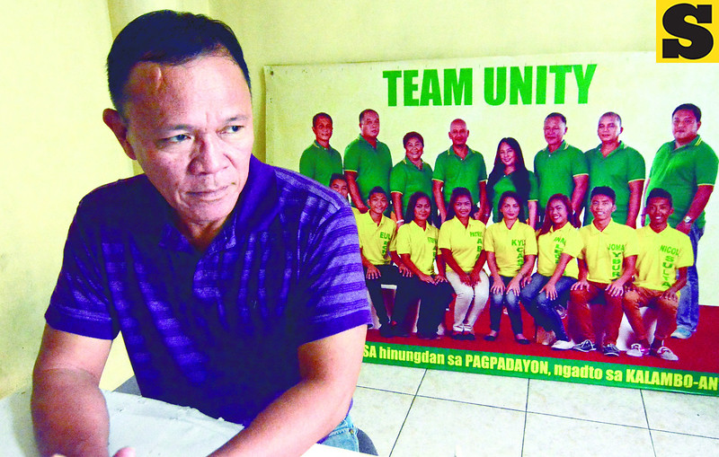 Suba Pasil brgy. capt. Roger Ressureccion held a presscon regarding his son's arrest.<br /> foto: Alex Badayos