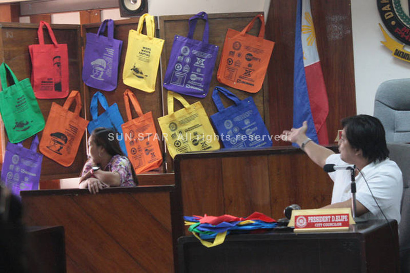 CAGAYAN DE ORO. Councilor President Elipe presides the meeting attended by representatives from different malls in the city during the launching of eco bag project last Monday. (Joey P. Nacalaban)