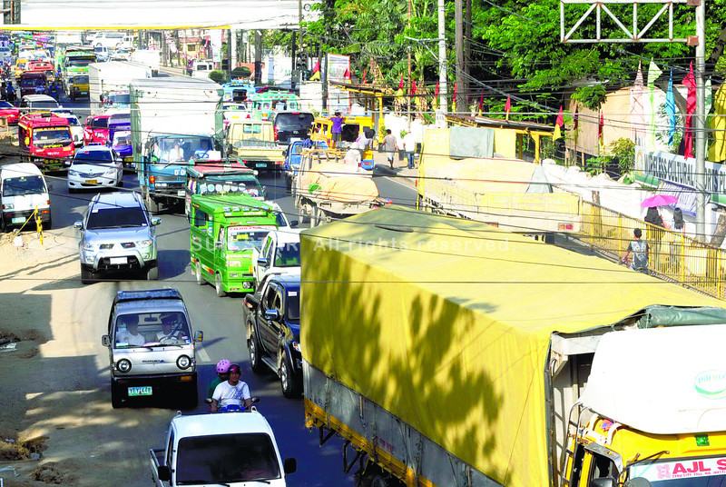BANNED. Truck operators using the Mandaue City roads agree to the city's truck ban, but are asking for lesser sanction. Councilor Dabon says he will remove the part of the ordinance that authorizes the city to impound the trucks of violators. (Sun.Star Photo/Allan Cuizon)