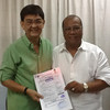 BACOLOD. Former congressman Jose Carlos Lacson (3rd district, Negros Occidental) (L) poses with Provincial Comelec Supervisor Jessie Suarez after he filed his Certificate of Candidacy Tuesday. (Teresa D. Ellera)