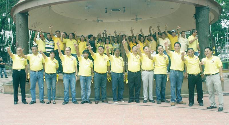 CANDIDATES of the Liberal Party for Misamis Oriental and their supporters show off the party sign before marching toward the provincial Commission on Elections office to file their certificates of candidacy. (Joey P. Nacalaban)
