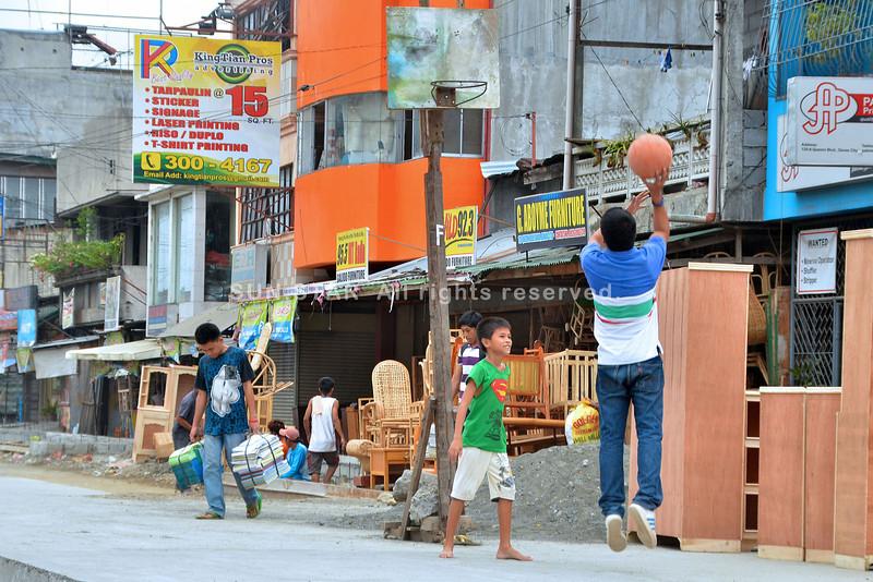 Dalan sa Davao gihimong basketbolan