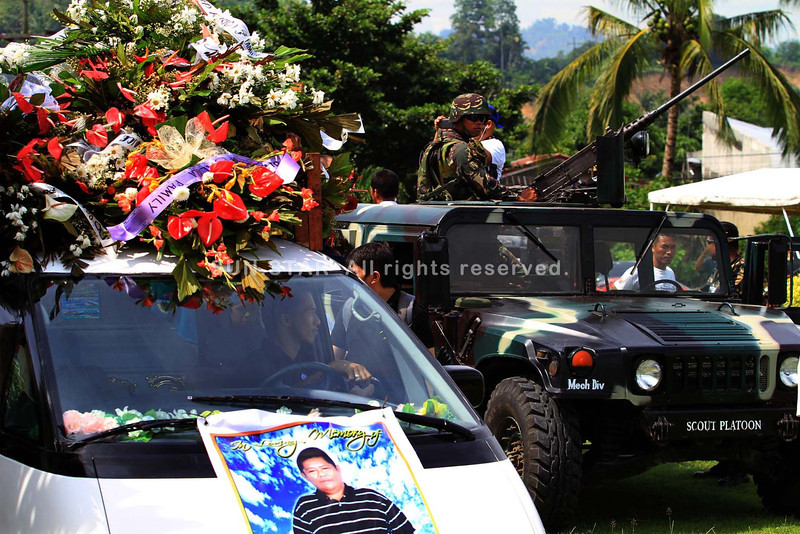 """ILIGAN CITY. Members of the family, relatives, friends, media colleagues, military and some city officials joined the funeral rites of Fernando """"Nanding"""" Solijon, the radio commentator slain in Barangay Buruun in Iligan City on August 29, 2013 late Thursday evening. (Richel V. Umel)"""