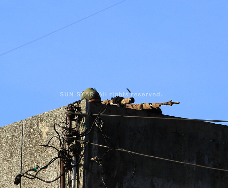 CAGAYAN DE ORO. A military sniper aims to fire a shot on top of a building in Sta. Catalina Friday afternoon during a firefight between the military and the MNLF forces as the standoff enters the fifth day in Zamboanga City. (Richel V. Umel)