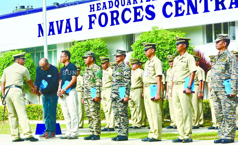 SELFLESS MEN. The Philippine Navy hands out plaques of recognition to more than 90 technical divers who risked their lives in the search, rescue and retrieval operations following the collision of MV St. Thomas Aquinas passenger ferry and MV Sulpicio Express Siete last Aug. 16. (Allan Cuizon/Sun.Star Cebu)