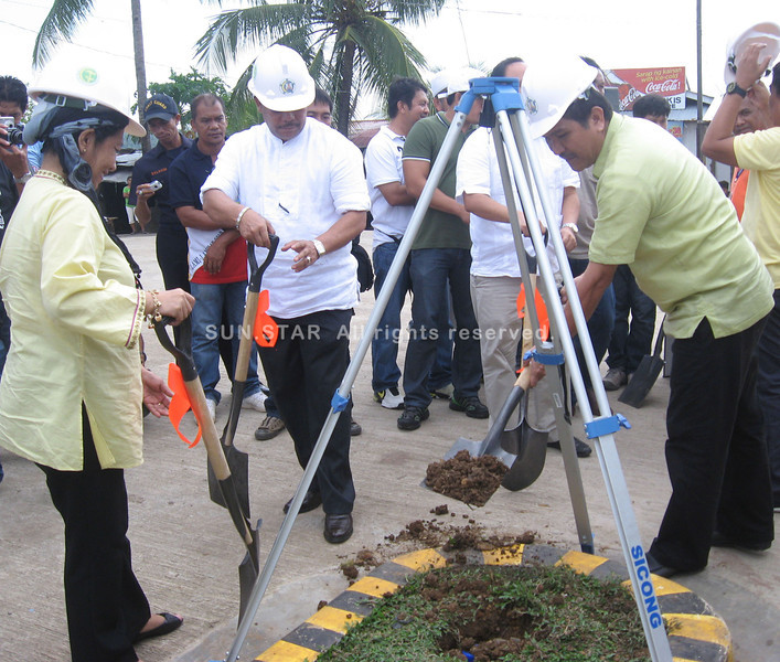 ZAMBOANGA. Basilan Gov. Jum Akbar (left) and Lamitan City Mayor Roderick Furigay cover the time capsule as they and Armm Gov. Mujiv Hataman (not in the photo) led the ground breaking Wednesday for the expansion of Lamitan port. (Bong Garcia)