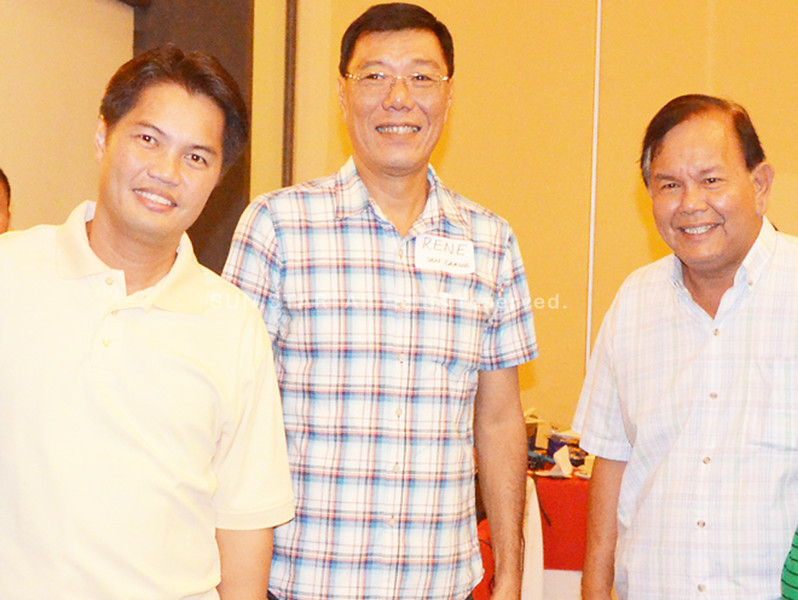 BACOLOD. Fifth district Rep. Alejandro Mirasol (R) poses with Liberal Party provincial chair third district Rep. Albee Benitez (L) during the oath-taking of the Nationalist People's Coalition (NPC) last Saturday. With them is reelectionist first district BM Renato Gustilo. (Gilbur L. Guarte)