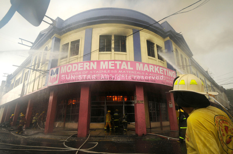 AN AGE-OLD PROBLEM. Firemen try to control the blaze that struck Modern Metal Marketing at an old bulding on M.J. Cuenco corner Urdaneta Sts. in Cebu City on Tuesday, September 4, 2012. (Sun.Star Photo/Alex Badayos)