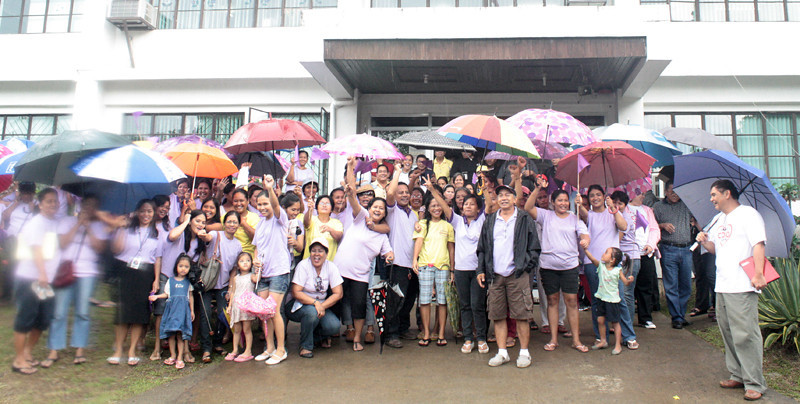 CAGAYAN DE ORO. The supporters of Mayor Vicente Emano in purple shirts pose with members of Bangon Kagay-an Inc. and Save CDO Now Movement at the DILG office on Monday. (Joey P. Nacalaban)
