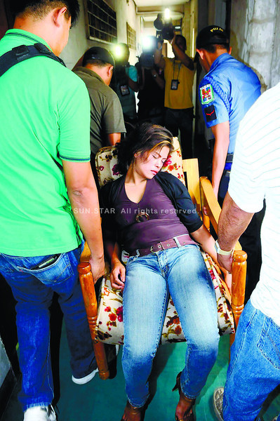 COURTROOM DRAMA. Prosecution witness Ligaya Escultos is carried on a chair at the Palace of Justice after she fainted while being cross-examined during the kidnapping with homicide trial of Bella Ruby Santos at RTC Branch 6. (Sun.Star Photo/Arni Aclao)