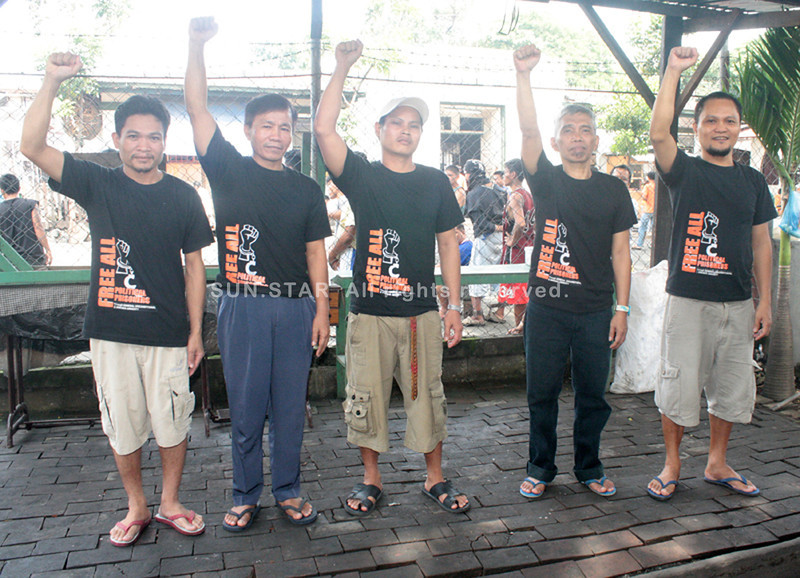 "CAGAYAN DE ORO. Alfredo ""Ka Oris"" Mapano (2nd from right), regional chair of the CPP-NPA, leads the fasting protest inside the Misamis Oriental Provincial Jail with four other comrades. (Joey P. Nacalaban)"