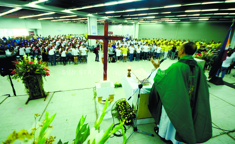 """CEBU. """"Questions that open our being"""" open up the possibility of change, <br /> says Fr. Carmelo Diola of Dilaab, in the mass during the opening ceremony <br /> of the 2012 Press Freedom Week at the SM City Trade Hall.  (Alex Badayos)"""