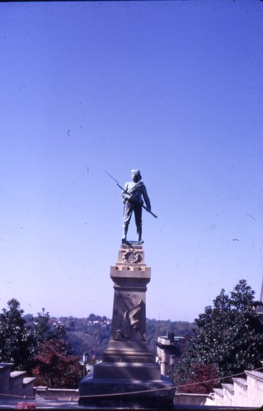 Confederate Soldiers Monument III  (09750)