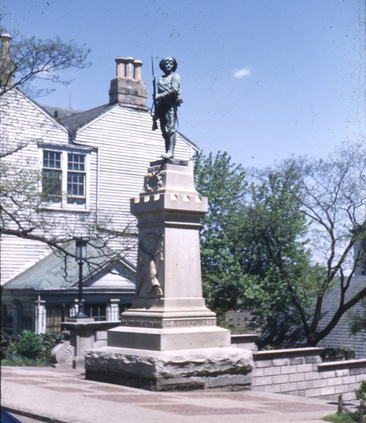 Confederate Soldiers Monument II  (09749)