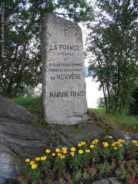 Fransk minnebauta etter kamphandlinger ved Ornes i Narvik våren 1940 ved alliert landgang. Sted: Veteranplassen nord for Narvik.