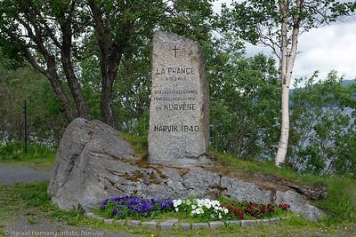 Fransk minnebaute på Veteranplassen ved Karistrand. Foto 29. juni 2021.
