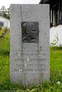 Monument: Andreas Markusson, forfatter. født 7. mars 1893 i Seines nord for Narvik, død 31. oktober 1952 i Tønsberg. Monument i sentrum av Bjerkvik.
