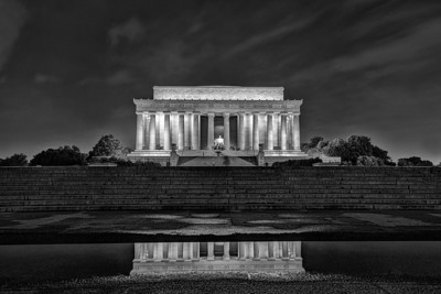 Lincoln Memorial Black & White / at night