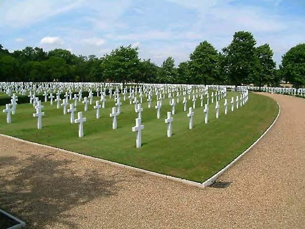 """WWII AMERICAN CEMETERY, <br /> MADINGLEY - Cemetery<br /> Cambridgeshire, England.<br /> <br /> Located about 60 miles north of London,<br /> it is the only American WWII burial ground in England. <br /> <br /> Photo contributed by<br /> Paul Hilton - England. <br /> <br /> info on cemetery:<br /> <a href=""""http://www.roll-of-honour.com/Cambridgeshire/MadingleyUSACemetery.html"""">http://www.roll-of-honour.com/Cambridgeshire/MadingleyUSACemetery.html</a>"""