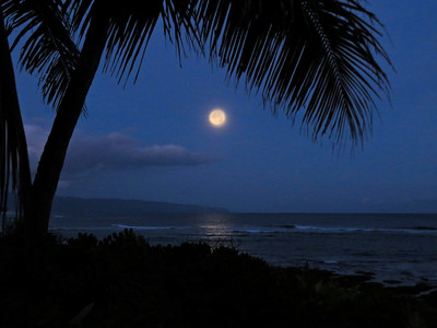 Moon Setting over Ka'ena Point from Sunset Point  05:31am 2013.May.25