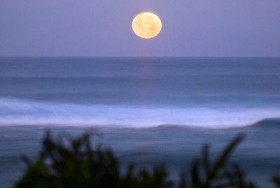 Moonset directly off Sunset PointNorth Shore of O'ahu, Hawai'i  February 20, 2008