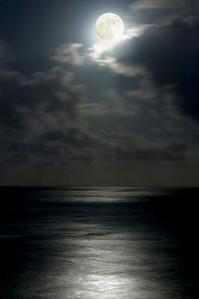 MoonRise off Diamond Head BeachHonolulu, Hawai'i  August 18, 2005