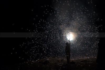 D4:Fireworks communicate with the divine on Dussehra night in Hrishikesh,Uttarakhand