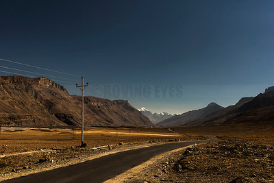 D24:Road from Takcha to Kaza,stretching out across Spiti valley,in Himachal Pradesh .