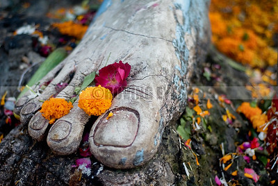 D3:The foot of a giant Shiva idol stands adorned with flowers in the holy city of Haridwar,Uttarakhand