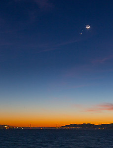 2015-02-20-moon-crescent-set-san-francisco-bay-venus-mars-bay-vertical-3