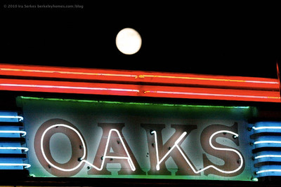 berkeley-ca-1000-oaks-theater-1875-solano-avenue-moon-rising-over-marquee-4