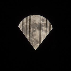 2015-11-25-moon-full-san-francisco-oakland-bay-bridge-cables-pizza