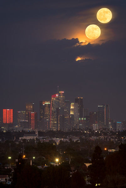 Full moonrise sequence over Los Angeles on Thansgiving 2018