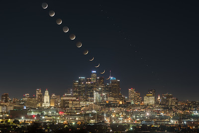 Crescent moon, Jupiter and Saturn set over Los Angeles during Great Conjunction 2020