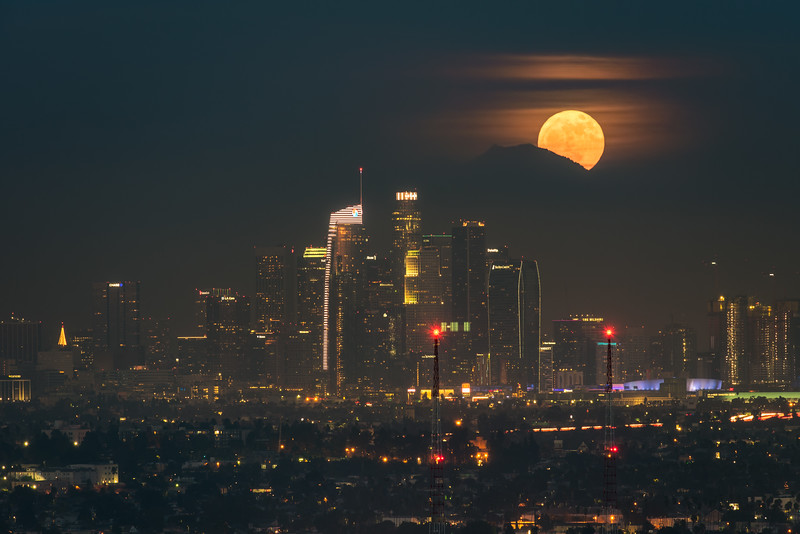 Supermoon rising, Los Angeles 2017