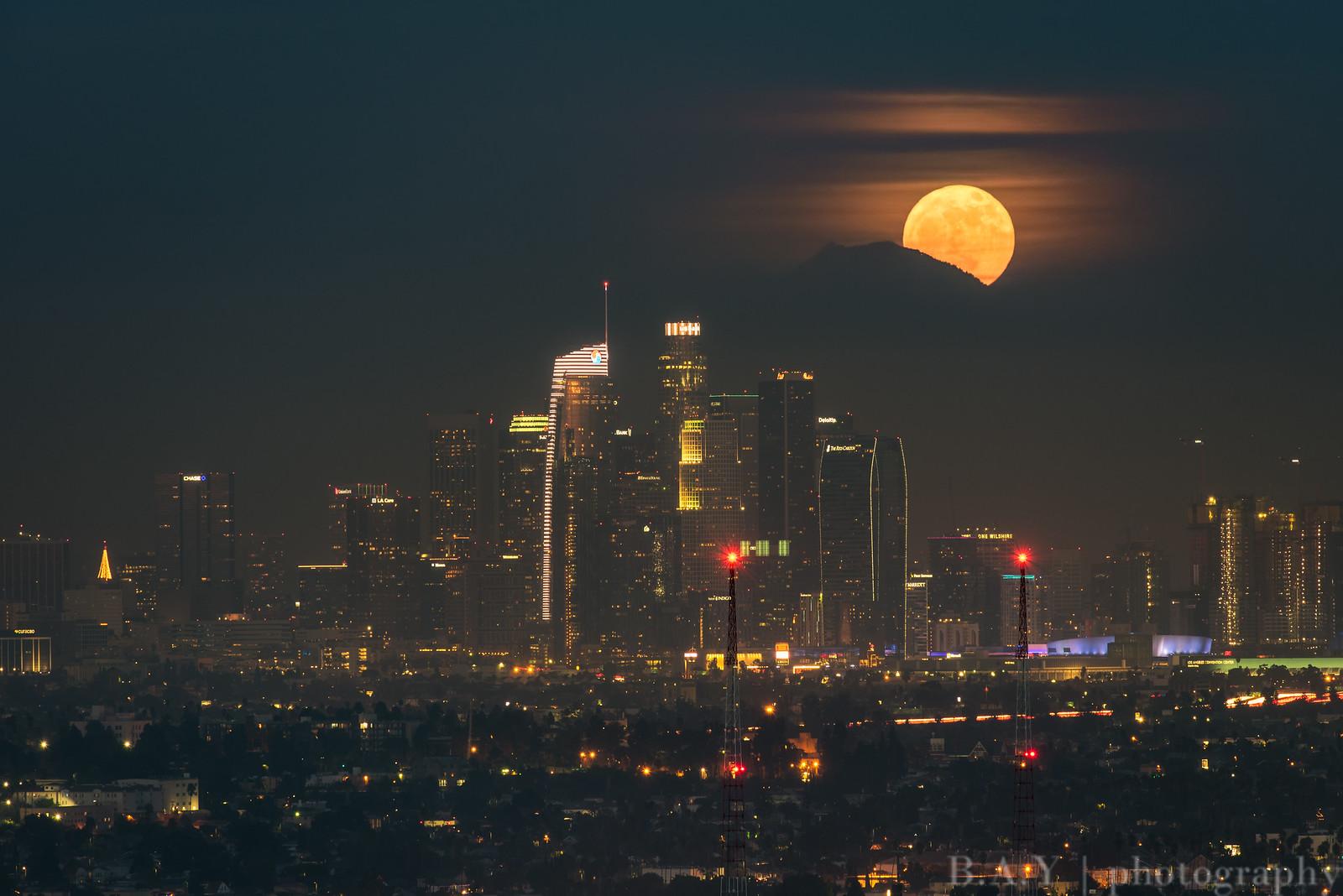 Supermoon rising, Los Angeles 2017