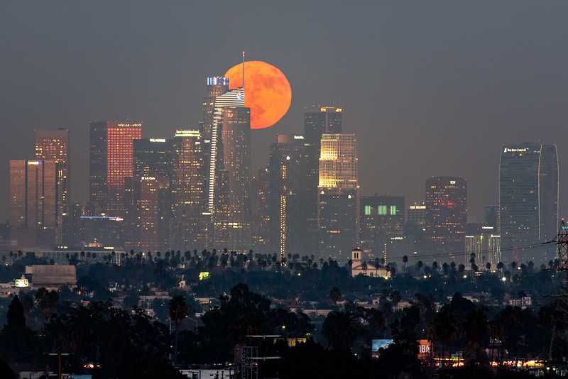 Full moonrise over Los Angeles