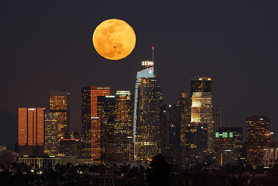 Full supermoon rise over Los Angeles with a helicopter